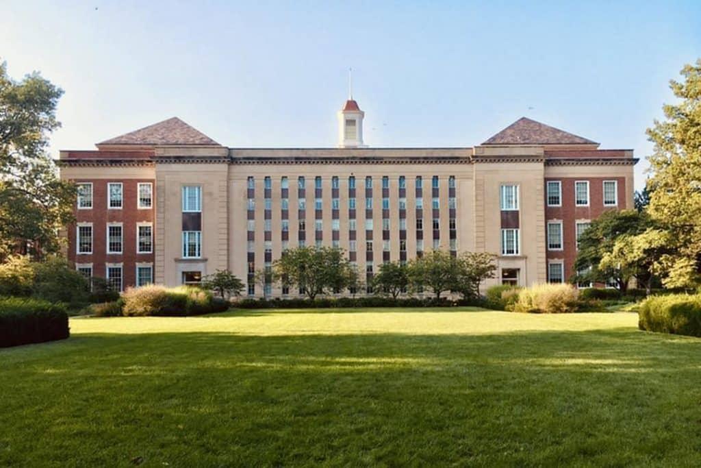 Ao decidir cursar uma faculdade nos EUA você precisará considerar alguns custos e é isso que vamos ver neste post. Confira!