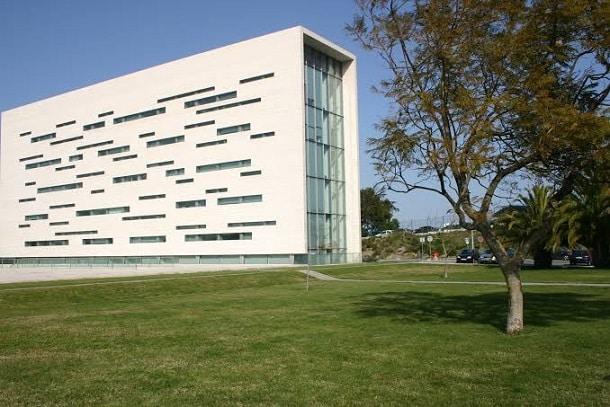 A Universidade Nova de Lisboa está no top 50 mundial das universidades com menos de 50 anos. Além dela, Portugal conta com diversas outras universidades de prestígio para quem quer estudar em Portugal.