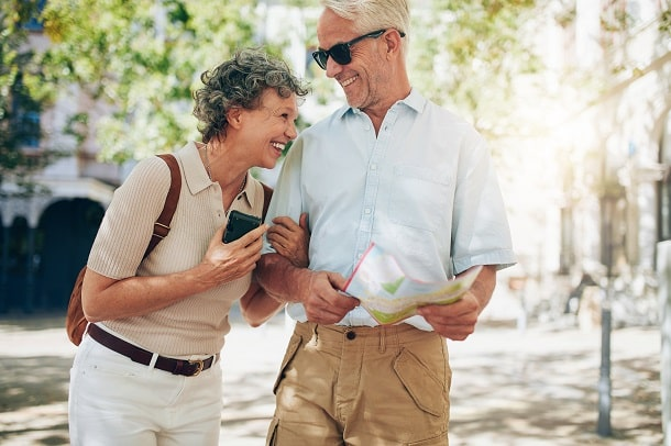 Brasileiros que recebem aposentadoria e vivem em outro país precisam pagar 25% de Imposto de Renda.