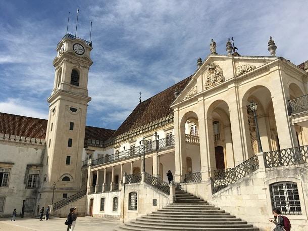 A renomada Universidade de Coimbra é uma das instituições portuguesas que aceitam a nota do ENEM como critério para ingresso.