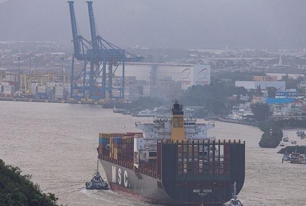 O Porto de Itajaí oferece diversos benefícios fiscais para empresas que são de Santa Catarina.