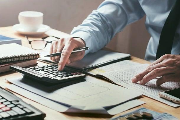 O empresário tem até o dia 20 de cada mês para emitir e pagar sua guia de contribuição mensal.