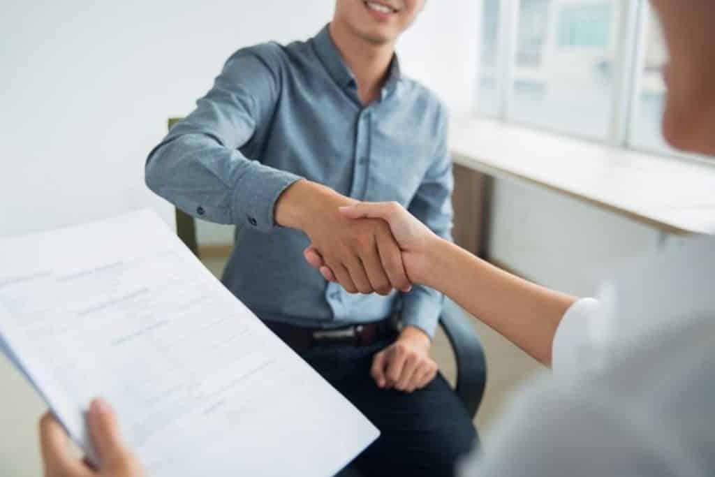 Tem dúvidas sobre como contratar funcionário pelo MEI? Entenda quais são as particularidades e obrigações. Confira neste post!