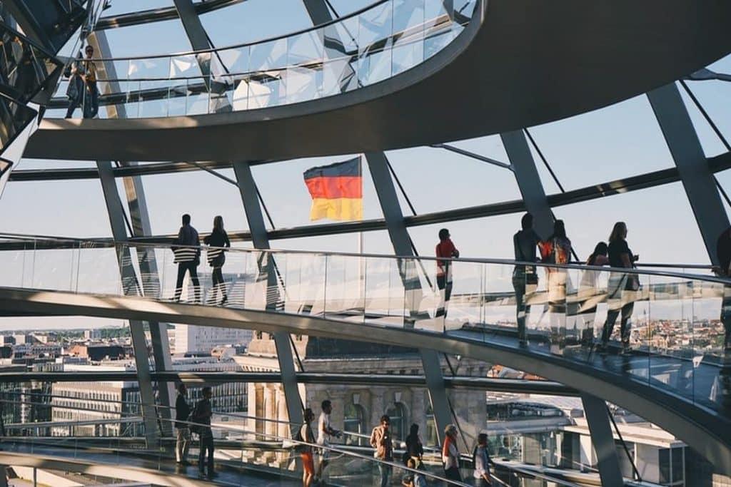 Você sabe como enviar dinheiro da Alemanha para o Brasil? Confira neste post tudo sobre o assunto!