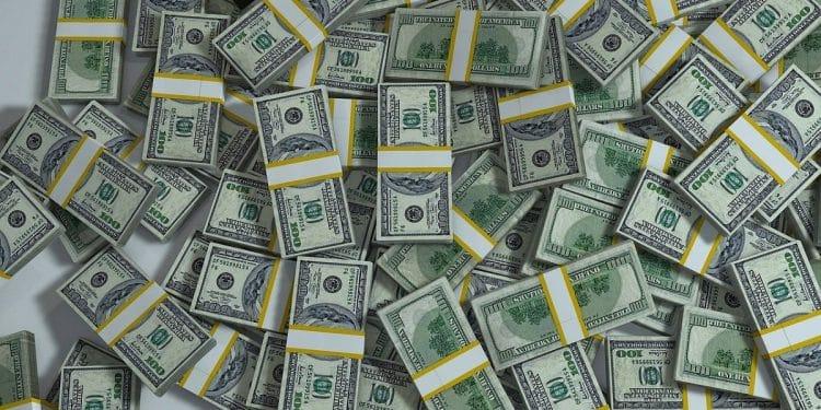 Dólar abriu em queda com injeção de liquidez pelo Banco Central