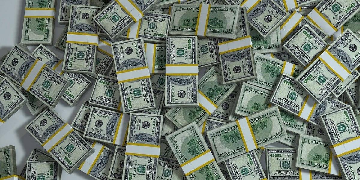Dólar abre em queda com injeção de liquidez pelo BC   Remessa Online