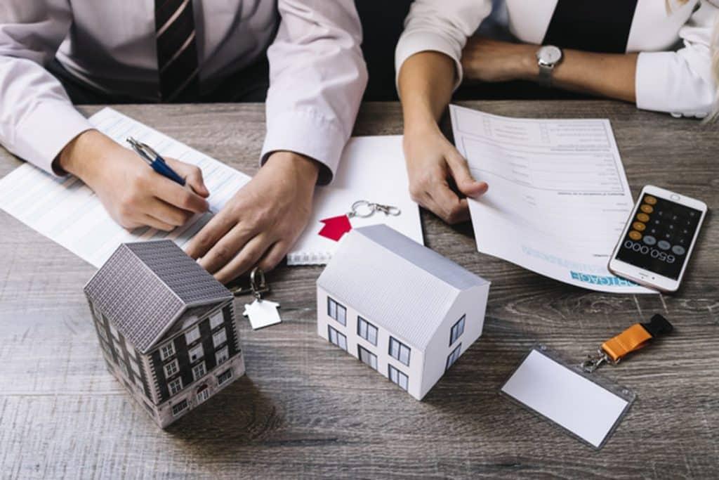 Se você deseja aumentar seus rendimentos e busca as melhores oportunidades para investir, aprenda agora como obter renda com imóveis no exterior!