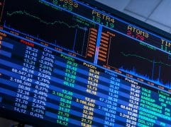 Após dia de pânico nos mercados, bolsas ensaiam melhoria