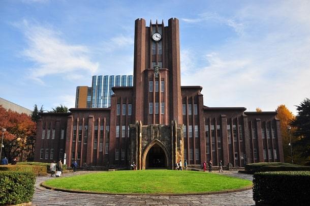 A Universidade de Tóquio é a melhor instituição de ensino superior do país.