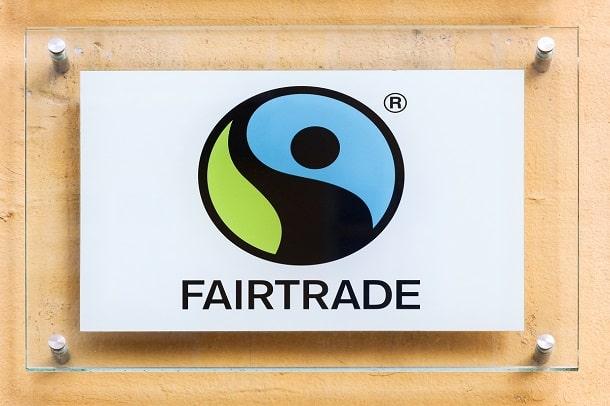 Para obter o selo fairtrade, empresas precisam segui diversas normas que regem o movimento fairtrade globalmente.