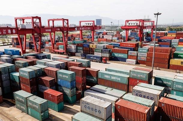 Além da declaração de importação, em alguns casos, o importador precisará ter também uma Licença de Importação (LI).