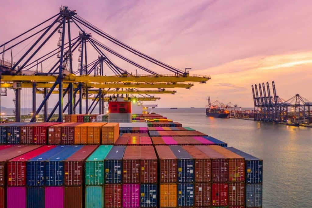 Saber os custos da importação ajuda a aumentar a margem de lucro do negócio e a definir a precificação. Saiba mais sobre o assunto neste artigo!