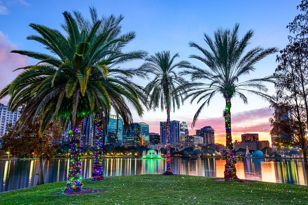 Orlando é uma cidade cosmopolita e, dentre as muitas atrações do lugar destaca-se os parques da Disney.