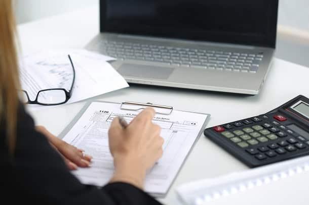 Quem não envia a declaração de imposto de renda no prazo estipulado está sujeito a multas.