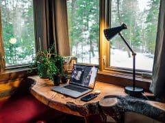 Para não ter problemas trabalhistas, é fundamental entender quais são as regras para home office, adequando a sua empresa. Acompanhe este post e aprenda!