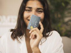O cartão Mastercard Black oferece vários benefícios aos usuários, mas apresenta taxas de anuidade altas. Entenda como funciona e se é uma opção viável.