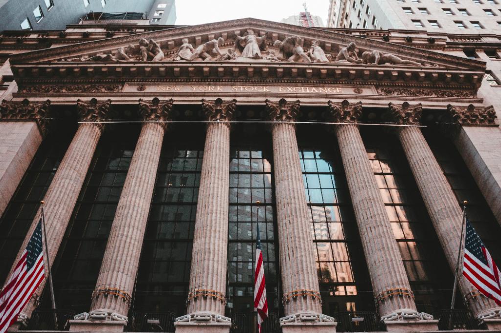 new york stock exchange facade 1024x681 - NYSE - quanto vale 1 ponto na bolsa de valores de Nova Iorque?