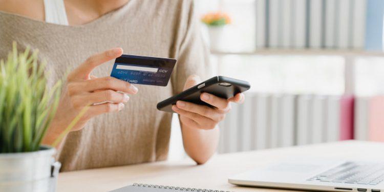 O cashback é uma modalidade de desconto oferecida após a compra, na qual o consumidor pode receber de volta parte da quantia paga na compra. Entenda!