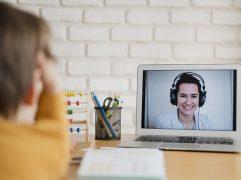 Vender aulas online é uma forma de ganhar uma renda extra ou dar uma guinada na sua carreira. As plataformas EaD ajudam a ter melhor resultados.