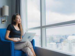 Cobrar por serviços prestados no trabalho freelancer pode ser um desafio. É preciso avaliar diferentes variáveis e agregar valor para ganhar mais.