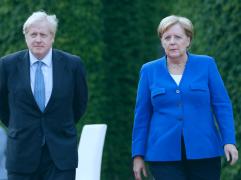 Angela Merkel Boris Johnson 241x180 - Minuto Econômico: a novela do Brexit pode ganhar novo capítulo