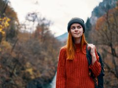 College Público e College Privado: menina estudante no Canadá