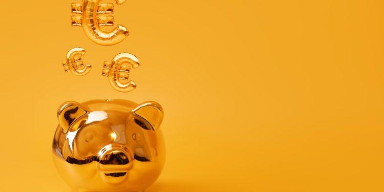 Porquinho com símbolos representando o Euro