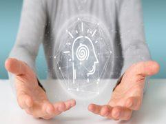 Como praticar mindfulness: duas mãos com as palmas viradas para cima com um holograma.