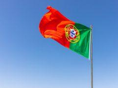 Ensino em Portugal: bandeira do país hasteada