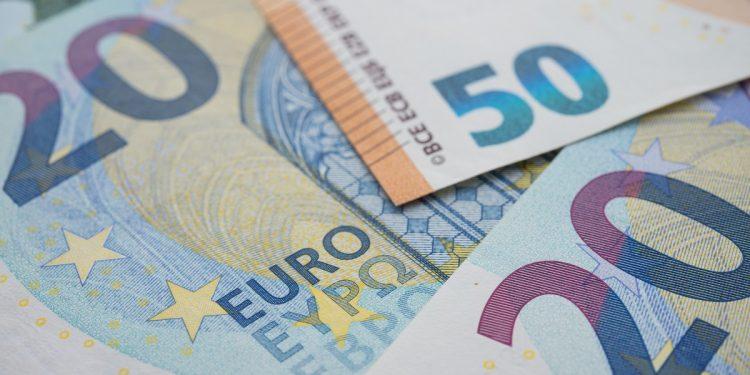 Europa aliviada 750x375 - PMIs indicam retomada da economia europeia